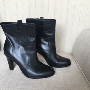 Black Cole Haan Leather Pull In Ankle Booties 9.5